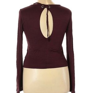 🍩 AEO Burgundy Bell Sleeve Top Keyhole Size L